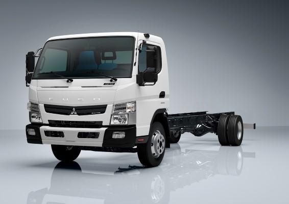 Der neue Fuso Canter 9C15/9C18 verfügt als Top-Gewichtsvariante über 8,55 t zulässiges Gesamtgewicht (zGG) und eine Fahrgestell-Nutzlast von bis zu sechs Tonnen.
