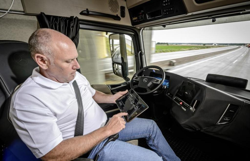 Mercedes Future truck_3