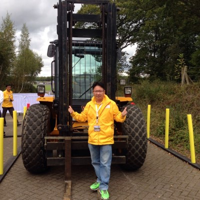 2014 Shell Rimula Global Promotion winner Liau Chia Chin posing with a heavy lifter at the London finale event