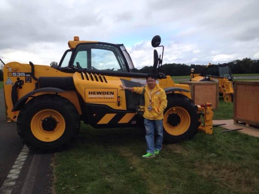 2014 Shell Rimula Global promotion winner Liau Chia Chin with one of the heavy equipment he had a chance to operate while in London