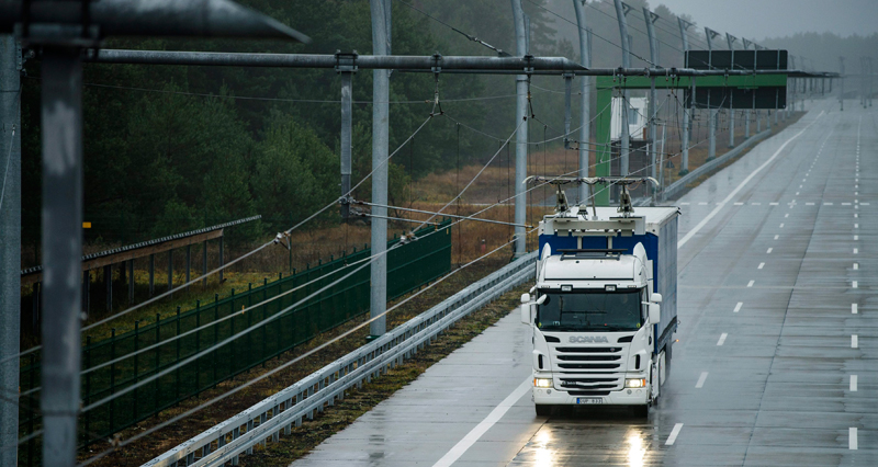 Scania-truck-fitted-with-a-pantograph-developed-by-Siemens