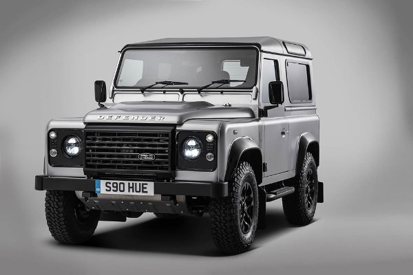 land-rover-celebrates-2-million-milestone-with-one-off-defender-00