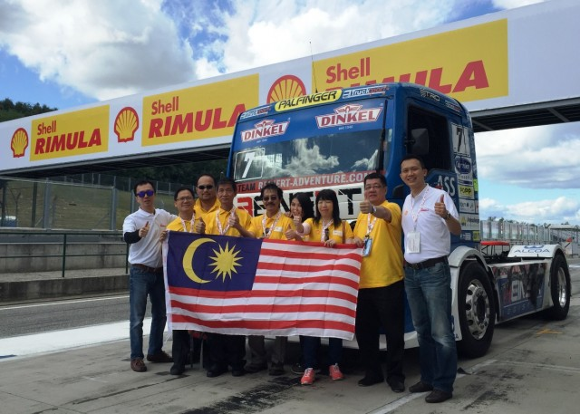 Shell Rimula Brand Manager Damon Chan (L) and Shell Lubricants Marketing Manager Alex Lim with Shell Rimula contest winners in Budapest