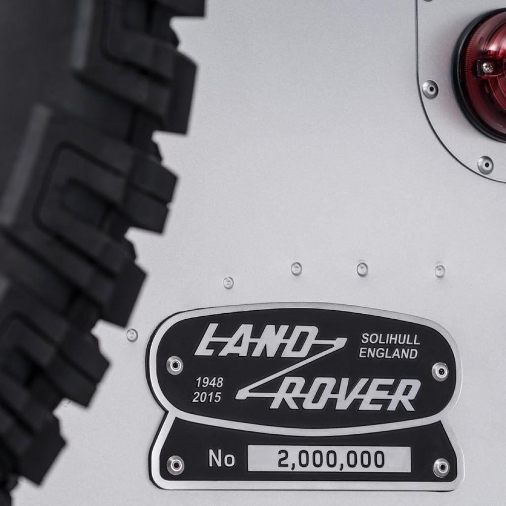 Land_Rover-Defender_2