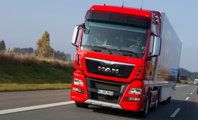 Updating the flagship: in the 2016 model year, the TGX D38 will be even more interestingDE:Update des Flaggschiffs: zum Modelljahr 2016 wird der TGX D38 noch interessanterUK:Updating the flagship: in the 2016 model year, the TGX D38 will be even more interesting