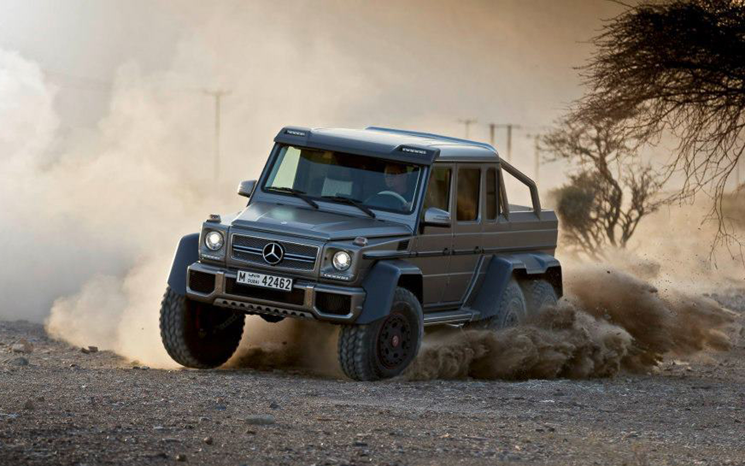 Kahn Design Flying Huntsman 6x6competitor_Brabus