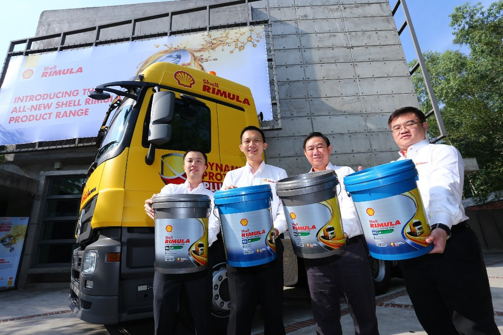Shell Rimula Brand Mngr Damon Chan, Shell Lubricants Mktg Mngr Alex Lim, General Manager Leslie Ng and Technical Mngr Sng Miah Thye