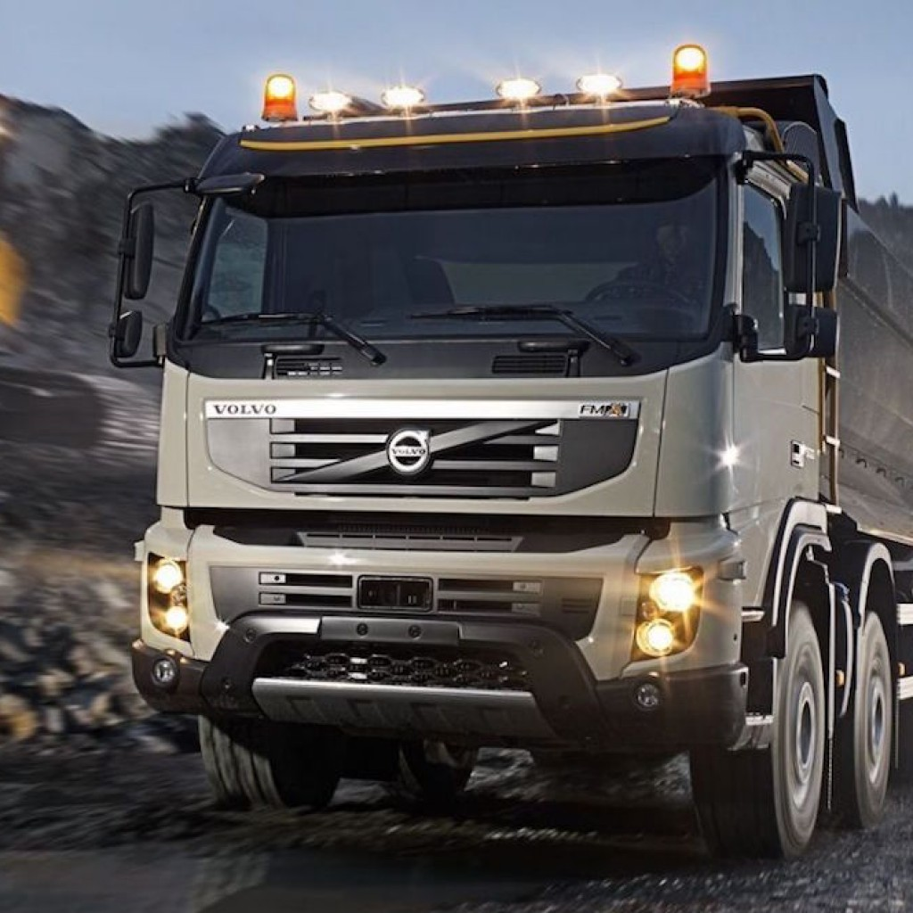 Volvo self driving truck in a mine1