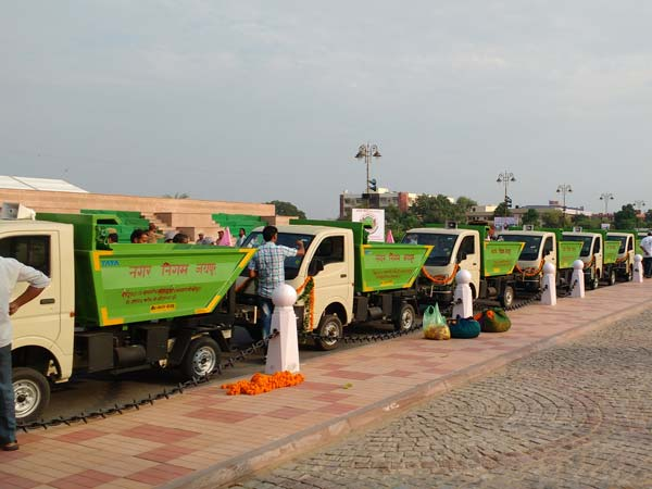 04-1475567516-tata-motors-delivers-51-ace-tippers