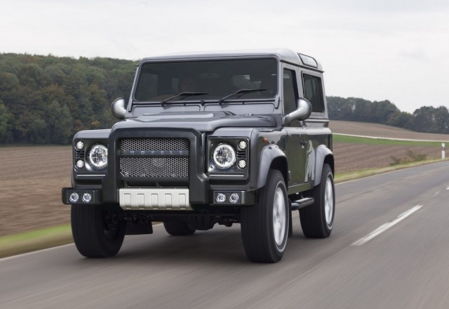 Land-Rover-Defender-by-Hofele
