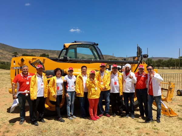 Shell Rimula Brand Manager Damon Chan (R) with the Malaysian contingent ...