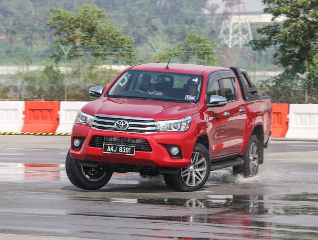 Toyota_Hilux_Fortuner_Drive_Media-94