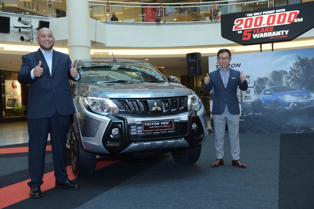 Mitsubishi enhanced Triton 2017Chief Executive Officer (R), Mr. Tomoyuki Shinnishi and Chief Operating Officer, En. Ilham Helmi at the launch of the enhanced Mitsubishi Triton