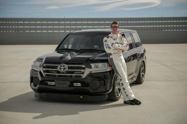 Toyota-LandSpeed-Cruiser-NASCAR-driver-Carl-Edwards-03