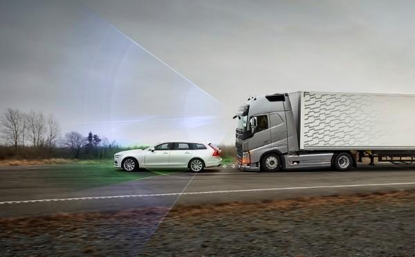 Volvo-Truck-collision-warning