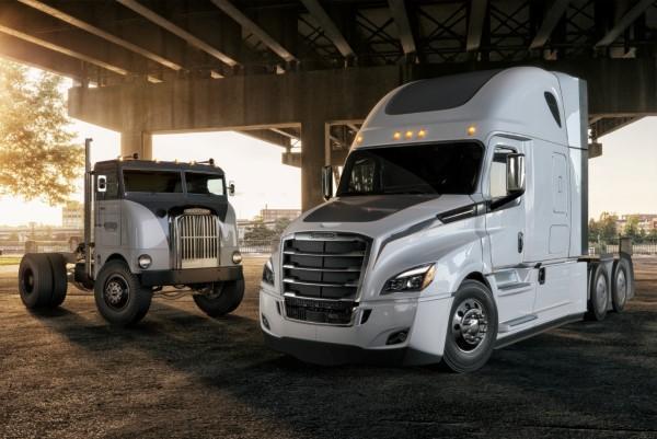 Daimler Trucks feiert Freightliner und Western Star Jubiläen