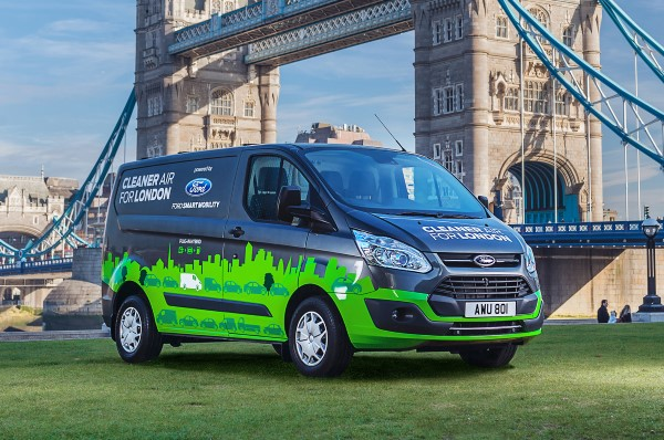 Ford-Transit-Custom-Plug-In-Hybrid-front-three-quarter-03