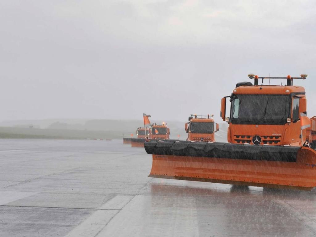 mercedes-autonomous-snow-plow (1)