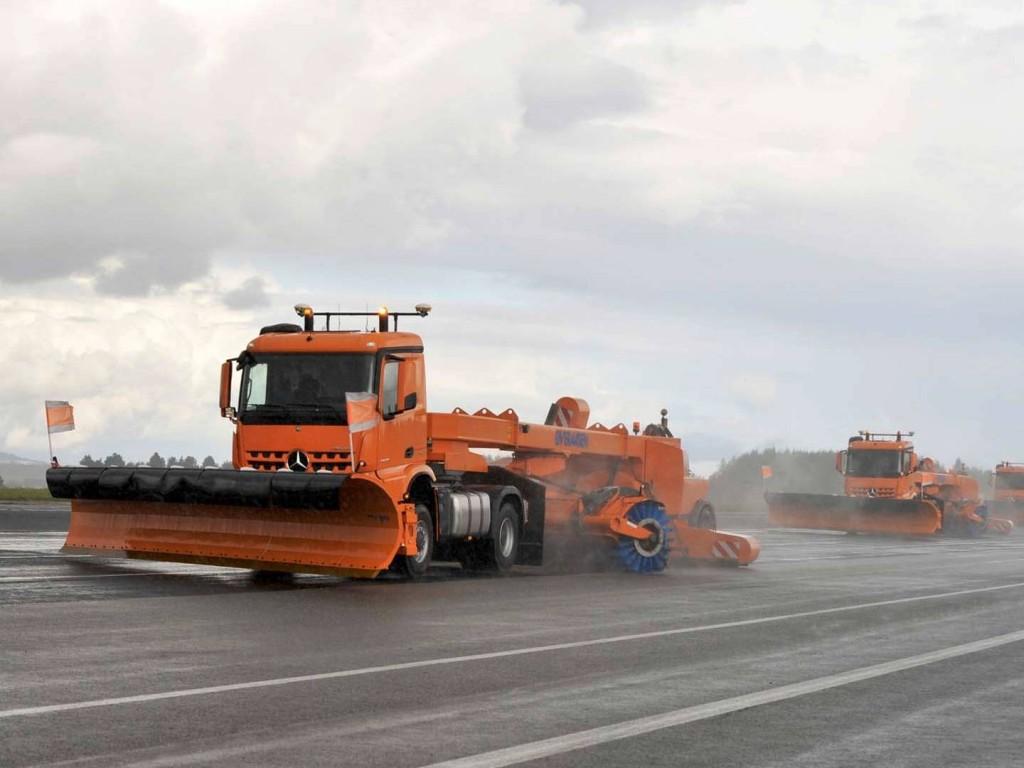 mercedes-autonomous-snow-plow