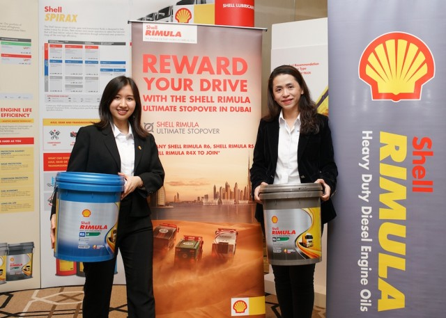 Shell Lubricants Mktg GM May Tan (R) and Shell Rimula Brand Executive Amanda Woo