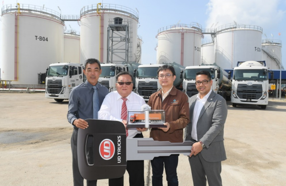 UD Trucks Handover to UPC Chemicals_01
