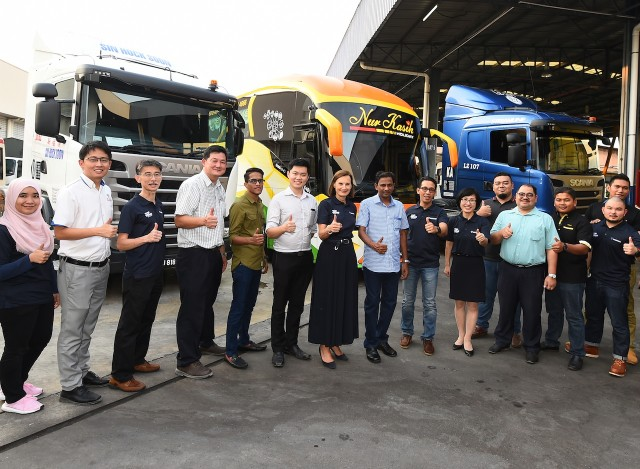 Pic 5 Owners with Scania
