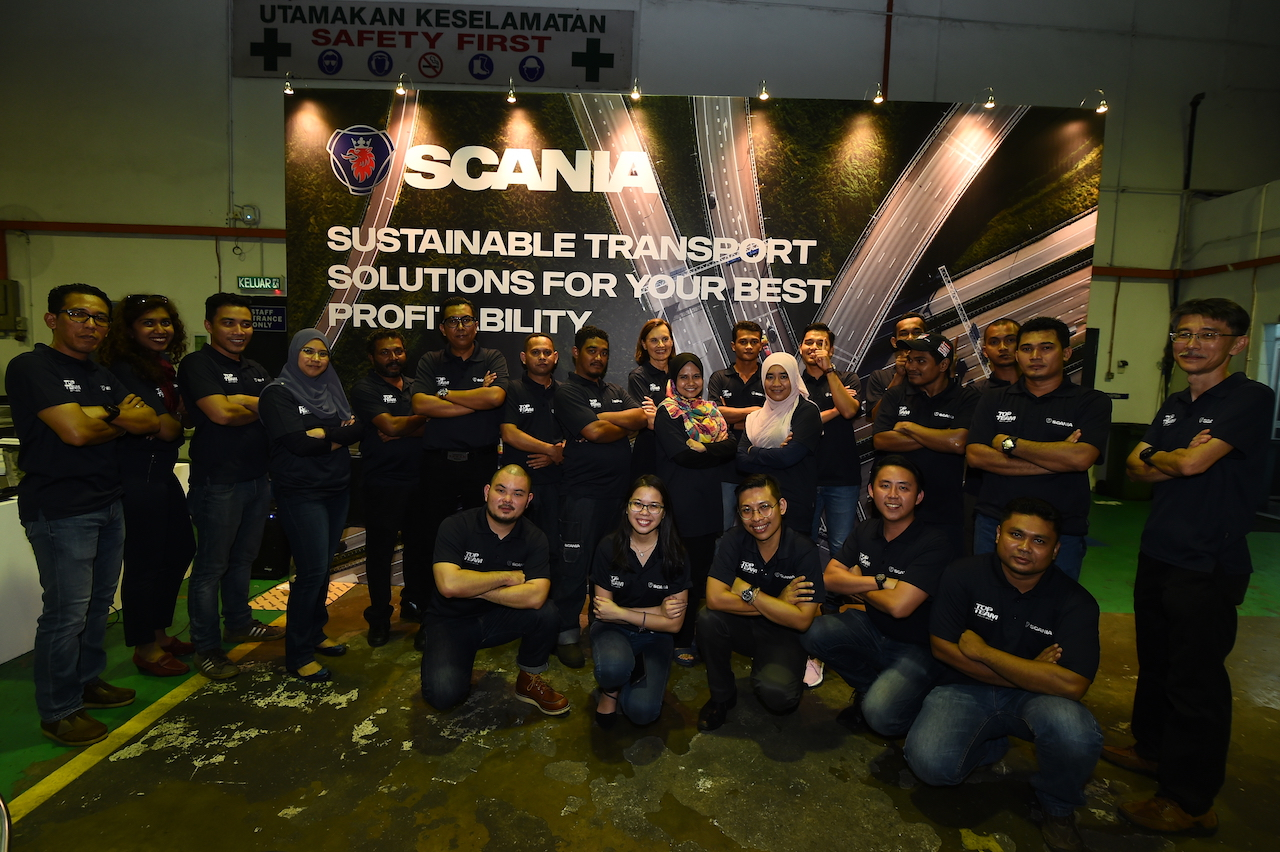 Pic 7 Scania B'worth Team