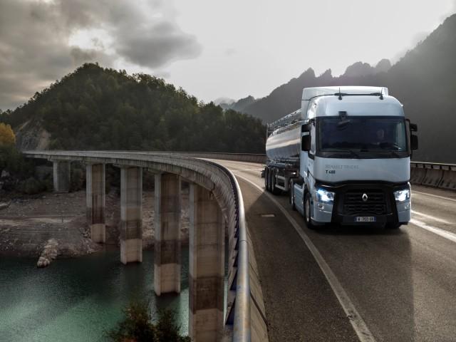 renault-trucks-t-optifuel-en-roulage-sur-un-viaduc_38469