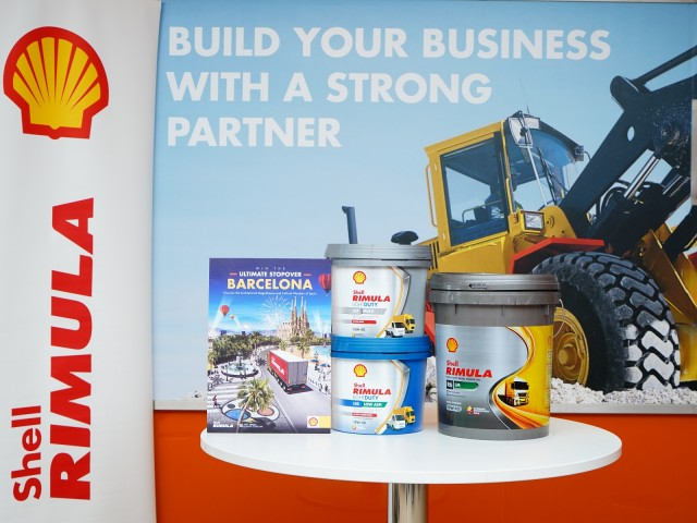 The new Rimula Light Duty Range (L & R) flanking the flagship Shell Rimula R6 LM heavy duty diesel engine oil