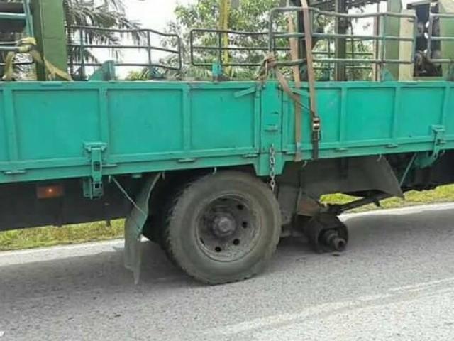 Vios Sibu Tyre Accident__8437