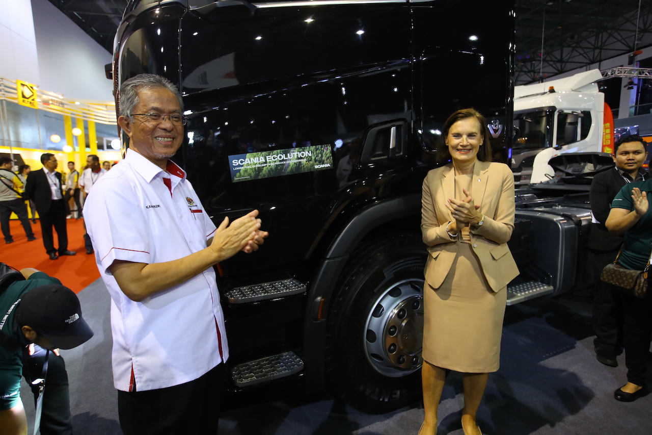 2-Dato Kamarudin Jaffar launching Scania Ecolution