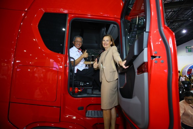 3-Dato Kamarudin Jaffar experiencing Scania New Truck Generation
