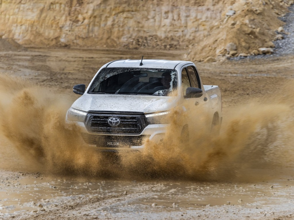Toyota-Hilux-Special-Edition_11