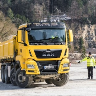 """MAN Completes First """"Offroad & Traction"""" Pilot Training For Tipper Sector"""