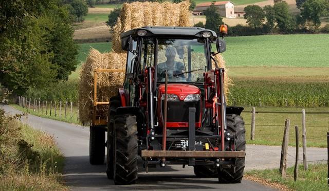 Massey Ferguson MF 400 Xtra Tractors2
