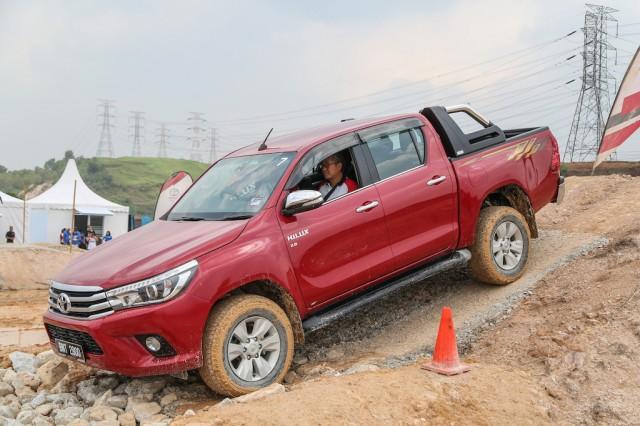 Toyota_Hilux_Fortuner_Drive_Media-251
