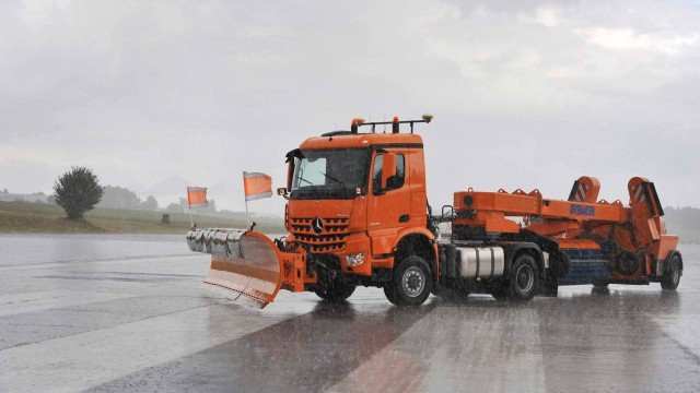 mercedes-autonomous-snow-plow (3)