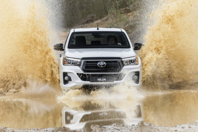 Toyota-Hilux-Special-Edition_7