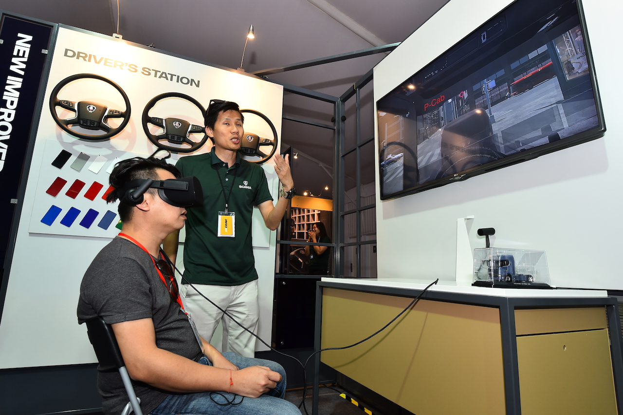 3. Mr Alvin Tan from Librans Sdn Bhd explored the interior of New Truck Generation using virtual reality headset with Tan Chee Hon, Services Product Manager of Scania Southeast Asia