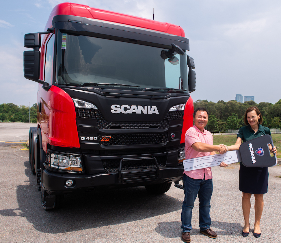 7. Tasik Bintang Transport and Trading Sdn Bhd, an existing Scania customer with 12 Scania trucks in their fleet, purchased a total of 9 New Truck Generation by Scania as a sign of confidence in the performance and reliability of Scania trucks