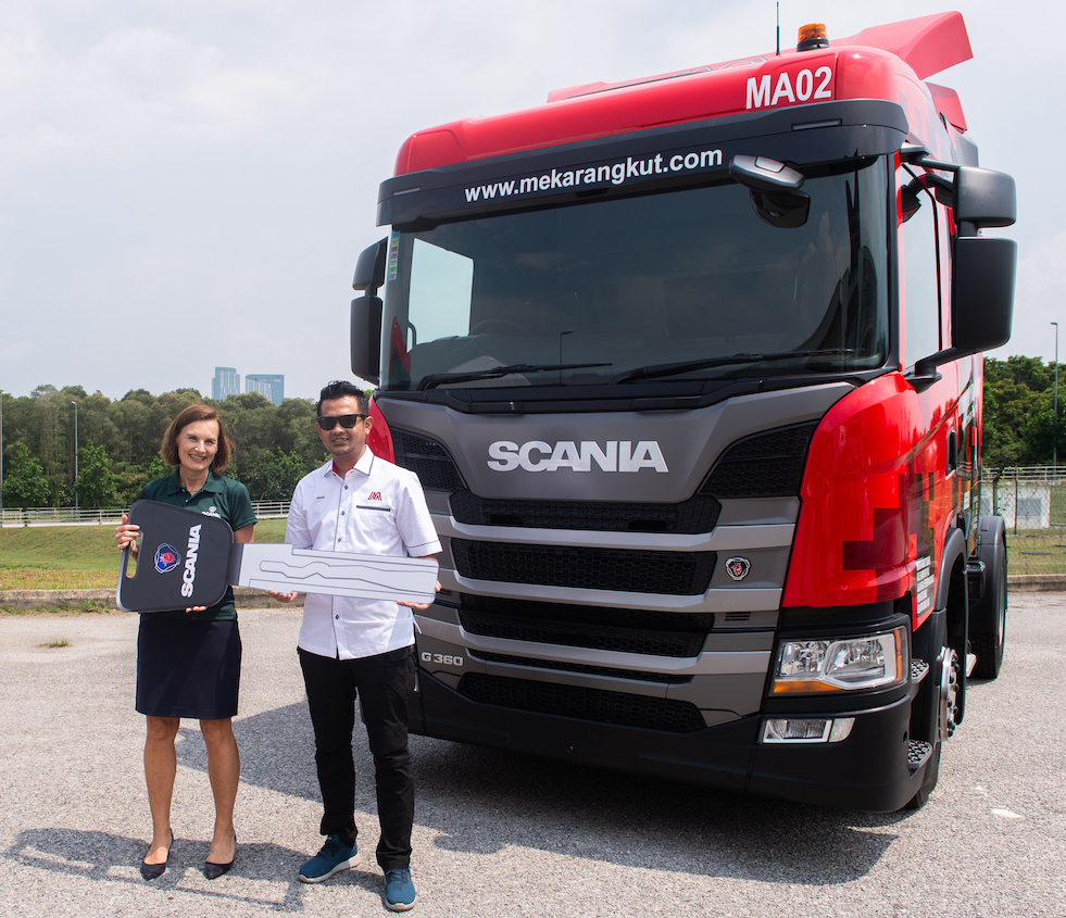 8. Mekar Angkut Sdn Bhd, part of the Konsortium E-Mutiara group of companies, purchased 5 units of G360A4X2NA Scania New Truck Generation as their first time purchase