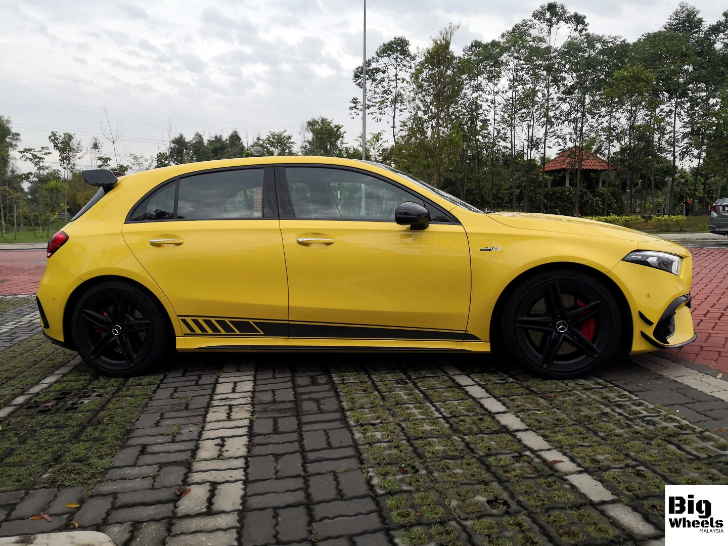 mercedes-amg a45s review side
