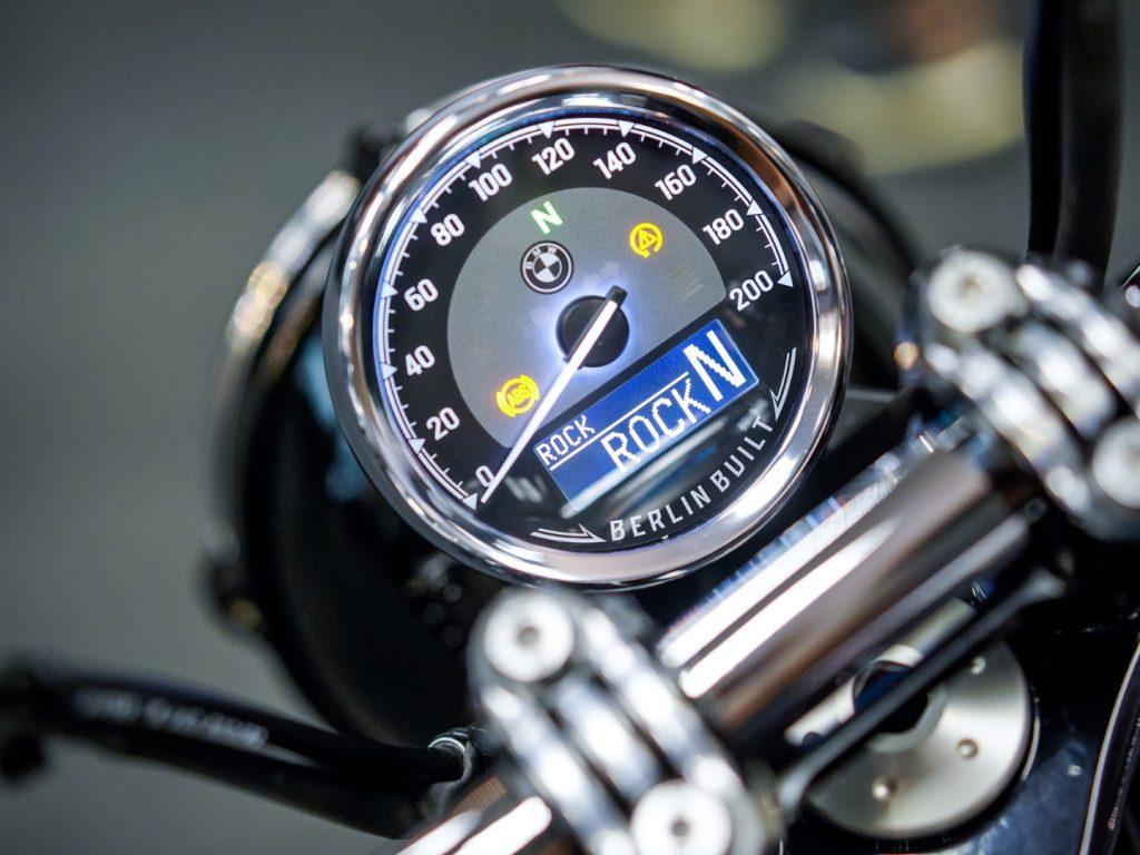 bmw r18 speedometer