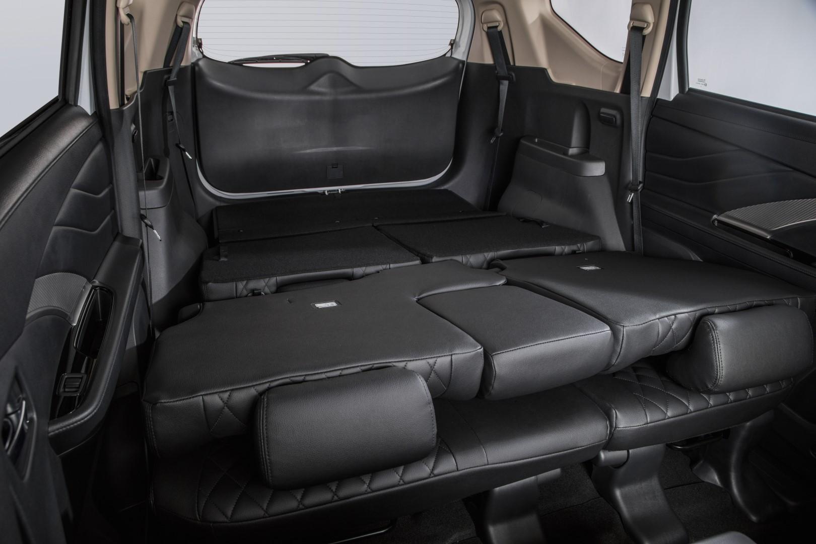 mitsubishi xpander rear seats