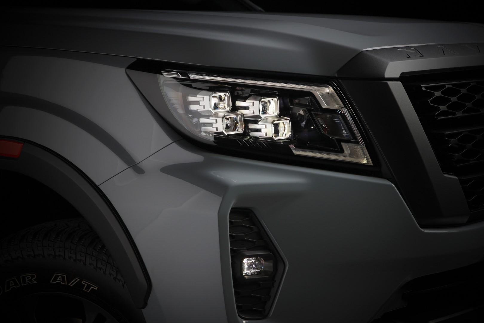 2020 nissan navara headlights