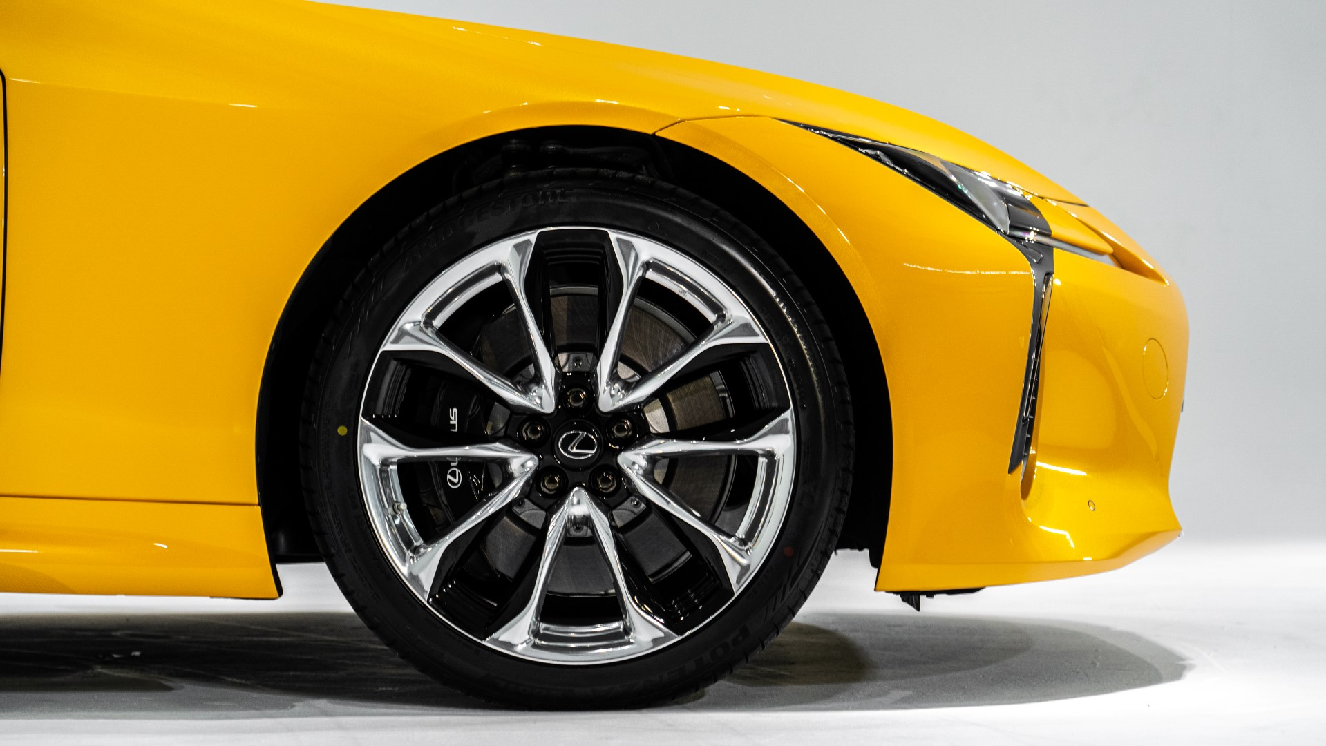 2020 Lexus LC 500 Convertible Rims