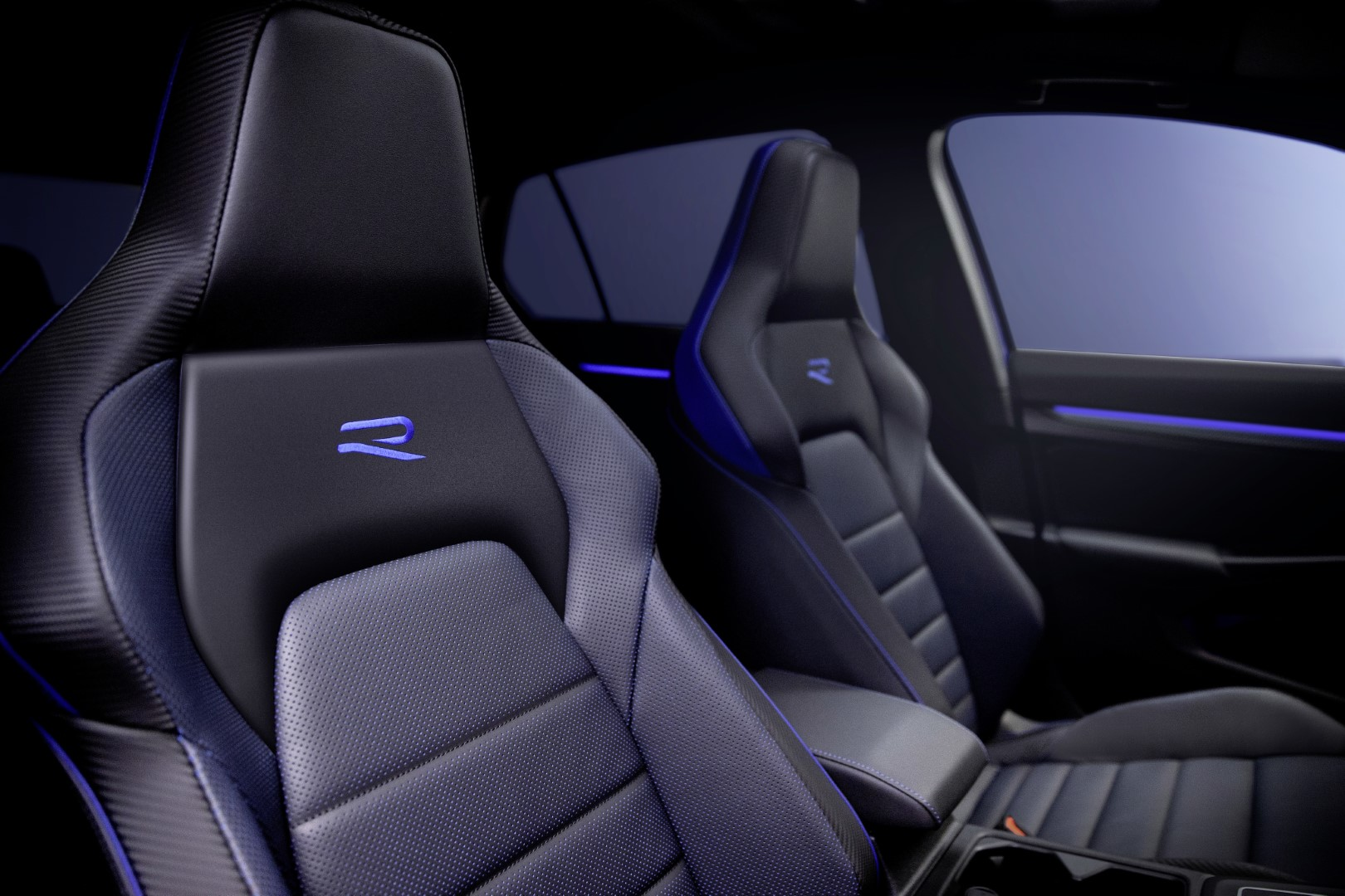 new volkswagen golf r seats