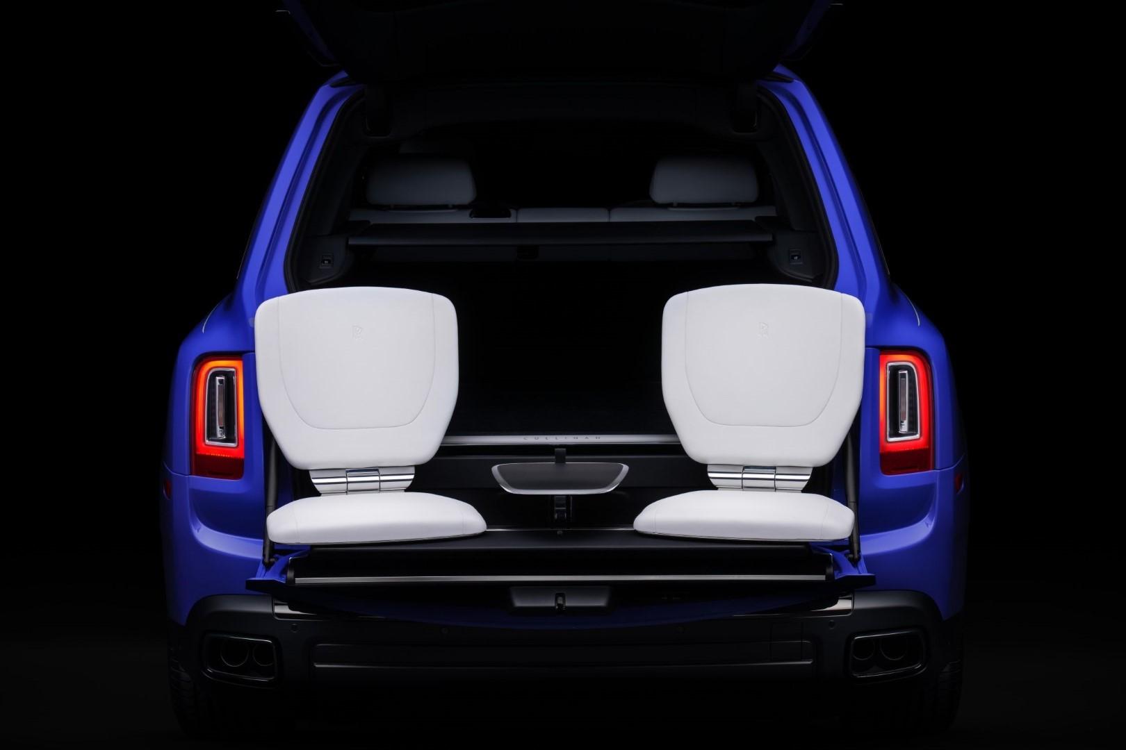 Rolls-Royce Cullinan Neon
