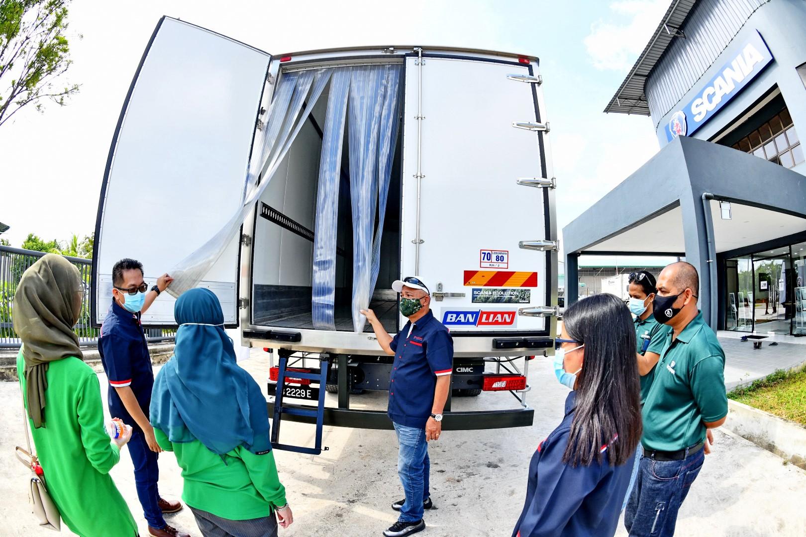 scania XT refrigerated truck handover ceremony