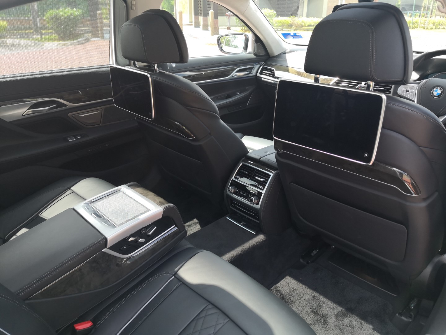 bmw 740le rear seat entertainment